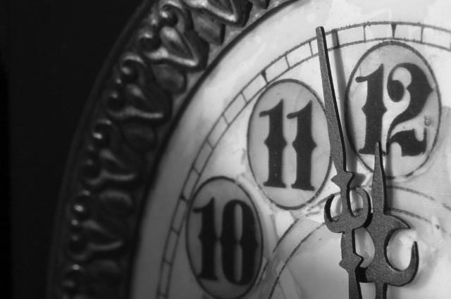 NewYears_Clock_B_W