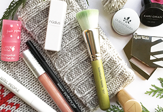 stocking-stuffers-makeup-lovers-featured